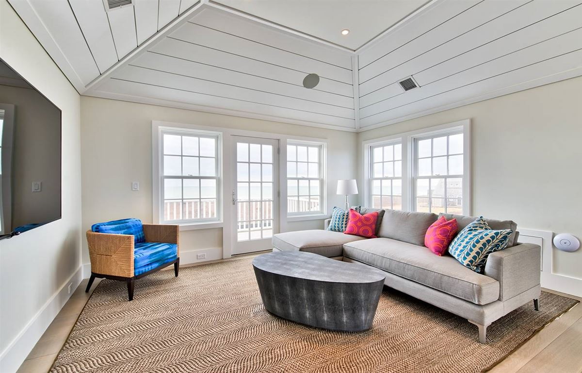 Luxury real estate spectacular Madequecham waterfront property