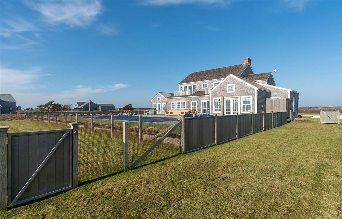 Luxury homes spectacular Madequecham waterfront property
