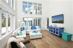 Luxury homes Exceptionally located naples home