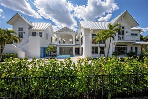 Mansions Exceptionally located naples home