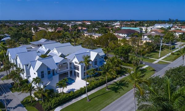 Mansions in Exceptionally located naples home