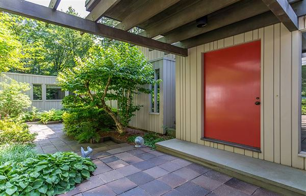 Luxury homes in Mid Century Modern set in Historic Middlebury