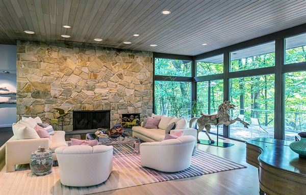 Mansions in Mid Century Modern set in Historic Middlebury