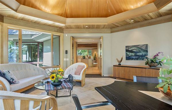 Stunning home offers views of the ocean luxury homes