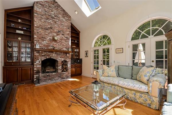 Luxury properties Gracious Osterville Colonial