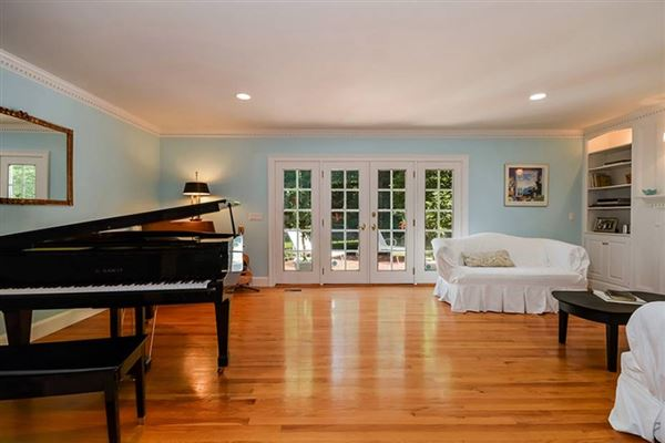 Mansions Gracious Osterville Colonial