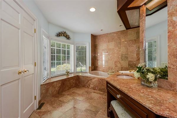 Mansions in Gracious Osterville Colonial
