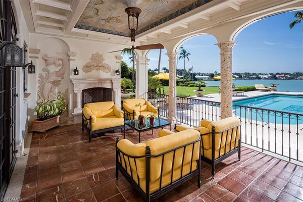 Luxury homes superb home in naples