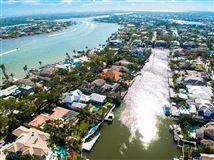 Luxury real estate rare property in Aqualane Shores