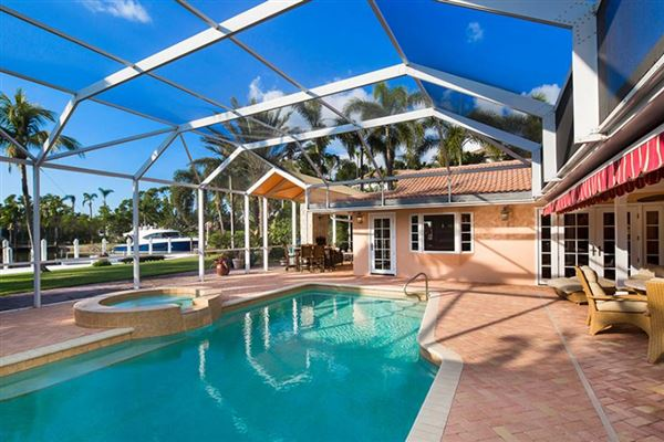 Luxury properties rare property in Aqualane Shores