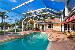 Mansions in rare property in Aqualane Shores