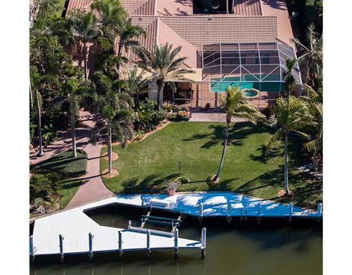 Luxury homes rare property in Aqualane Shores
