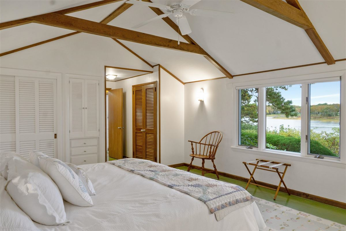 simple Cape Cod lifestyle in harwich mansions