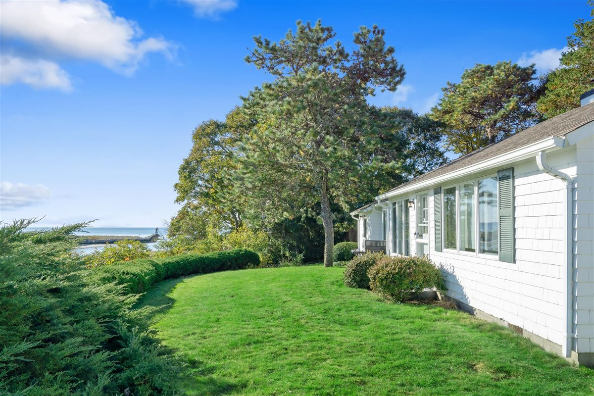 Luxury homes in simple Cape Cod lifestyle in harwich