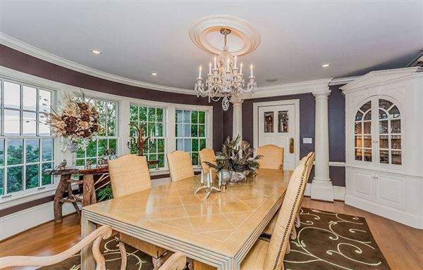 Luxury homes in Magnificent views in simsbury