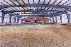 Mansions home and equestrian facility in clinton