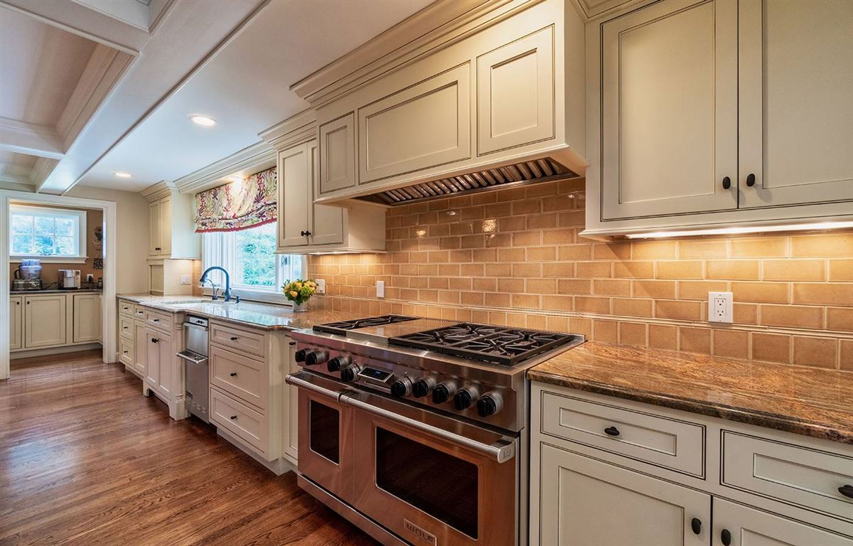 ONE-OF-A-KIND SHERBORN ESTATE luxury properties