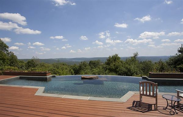 Mansions in lovely home with spectacular views