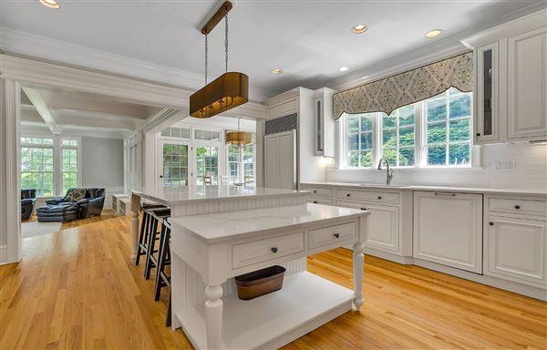 Luxury properties Completely updated luxury residence