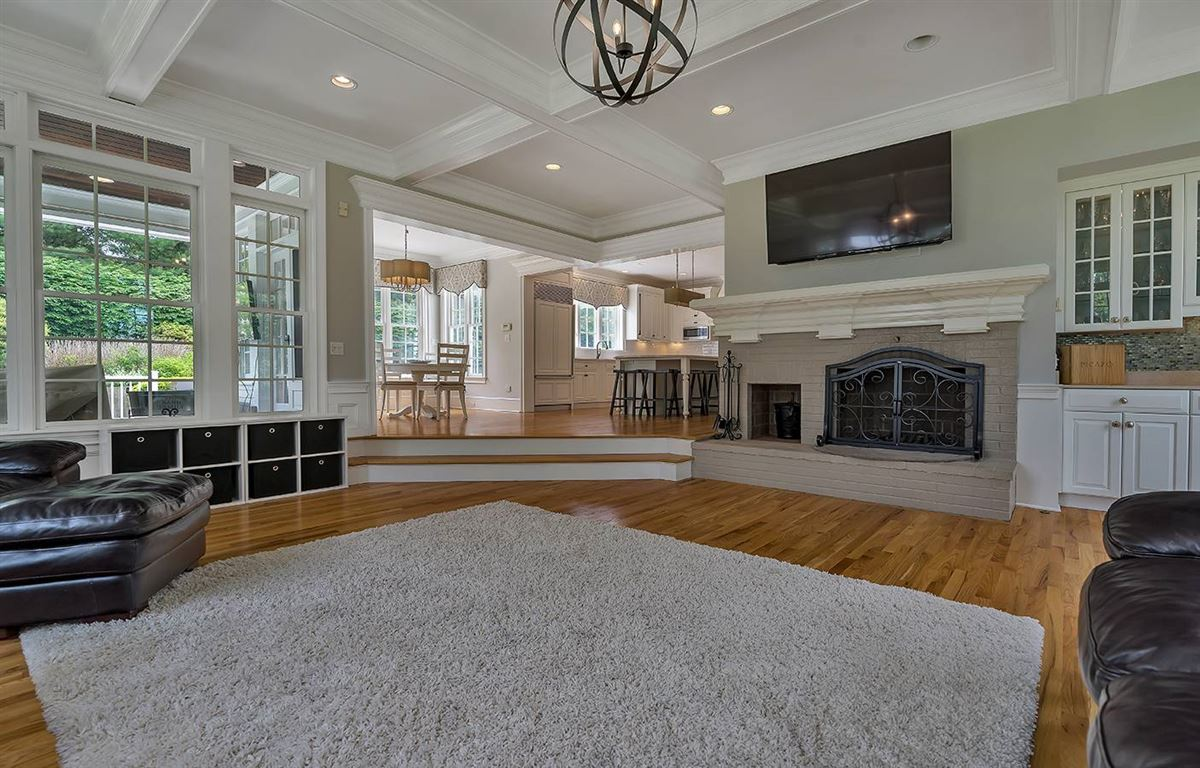 Luxury homes in Completely updated luxury residence