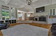 Luxury homes Completely updated luxury residence