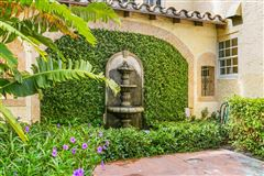 Mansions gated estate in Historic West Palm Beach
