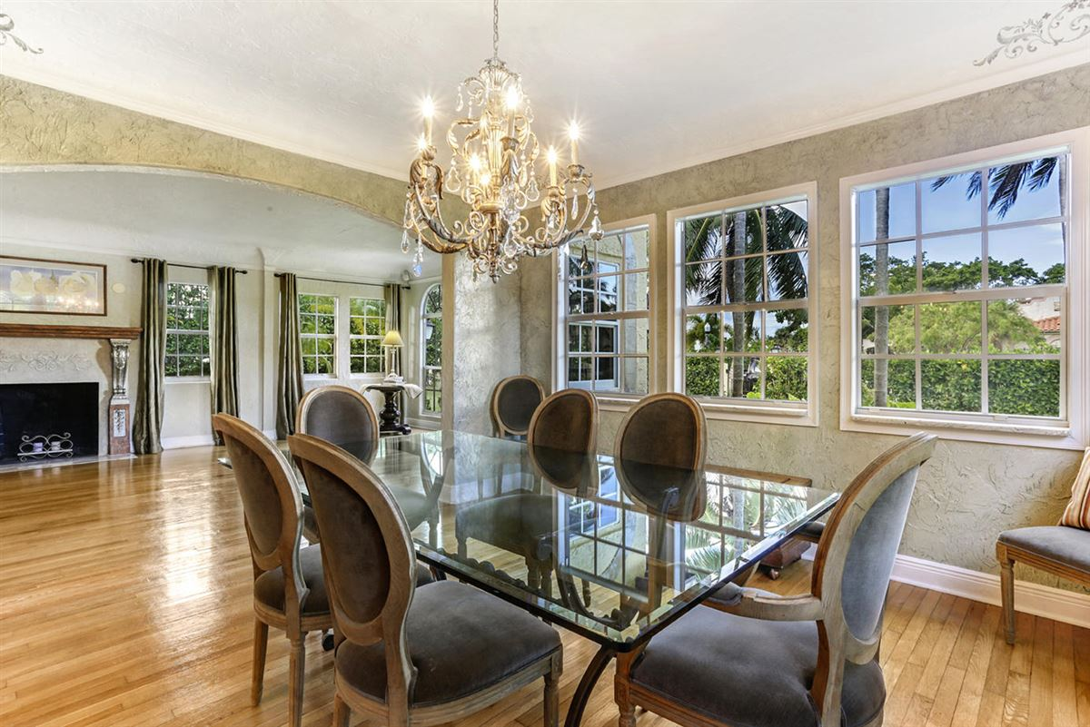 gated estate in Historic West Palm Beach luxury homes
