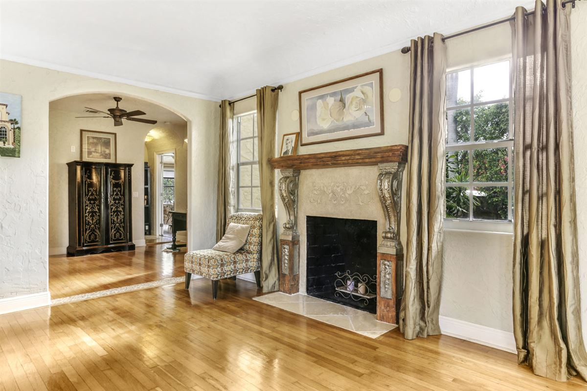 gated estate in Historic West Palm Beach luxury properties