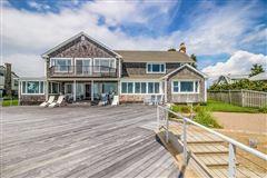 Luxury real estate Enjoy sunshine and sand