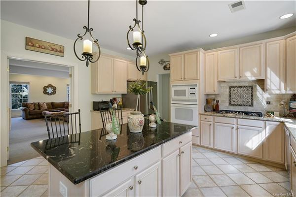 beautiful Colonial with expansive open plan luxury real estate