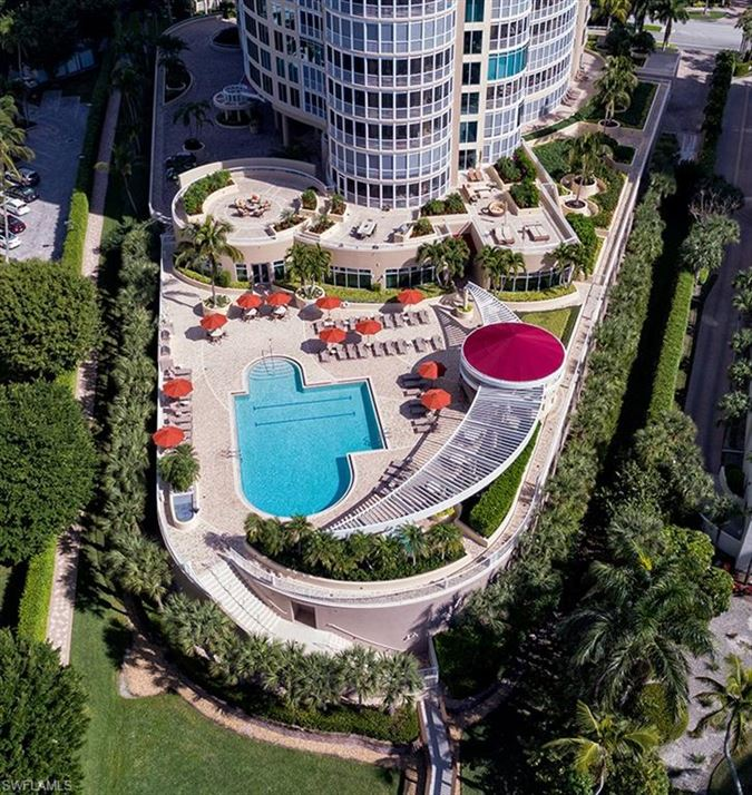 Mansions in One of the most coveted units in Aria