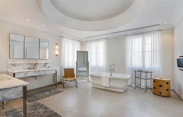 Luxury homes in Hypoluxo Island private luxury estate