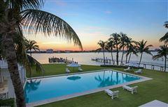 Mansions in Hypoluxo Island private luxury estate