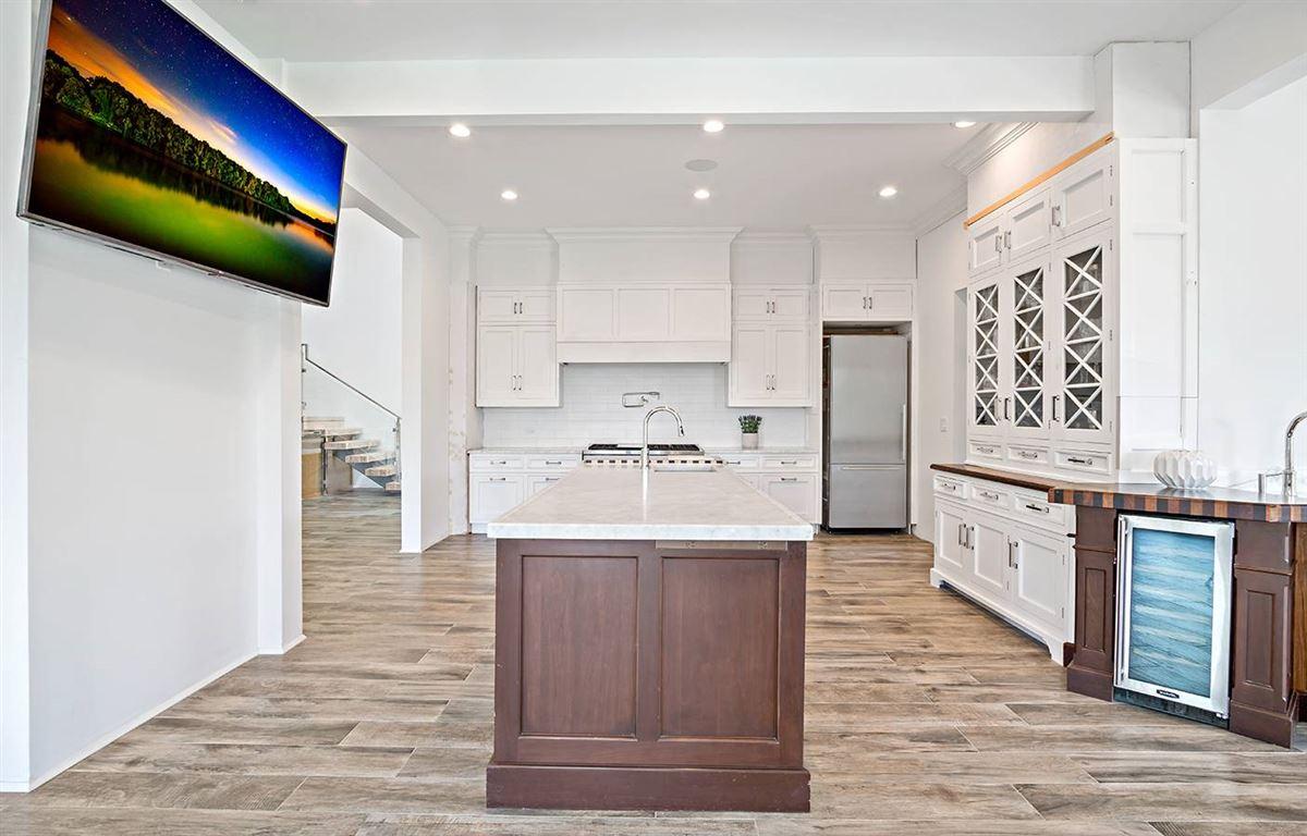 Luxury properties gorgeous modern smart home