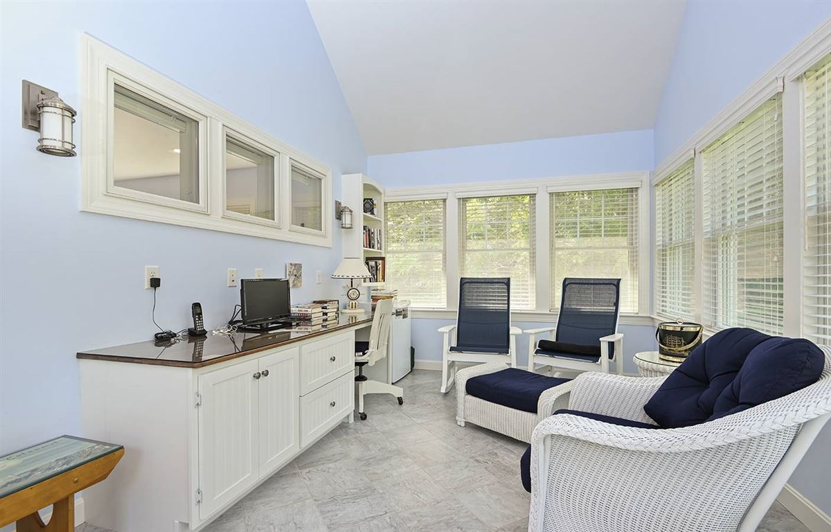 pristine and spacious colonial home luxury properties