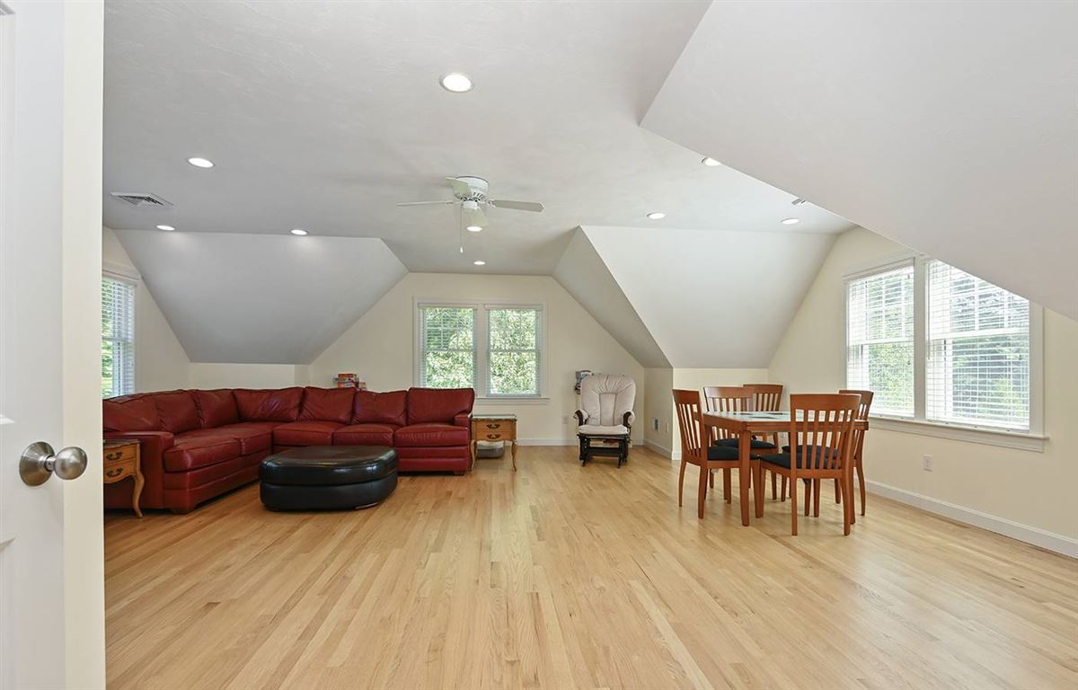 Luxury homes in pristine and spacious colonial home
