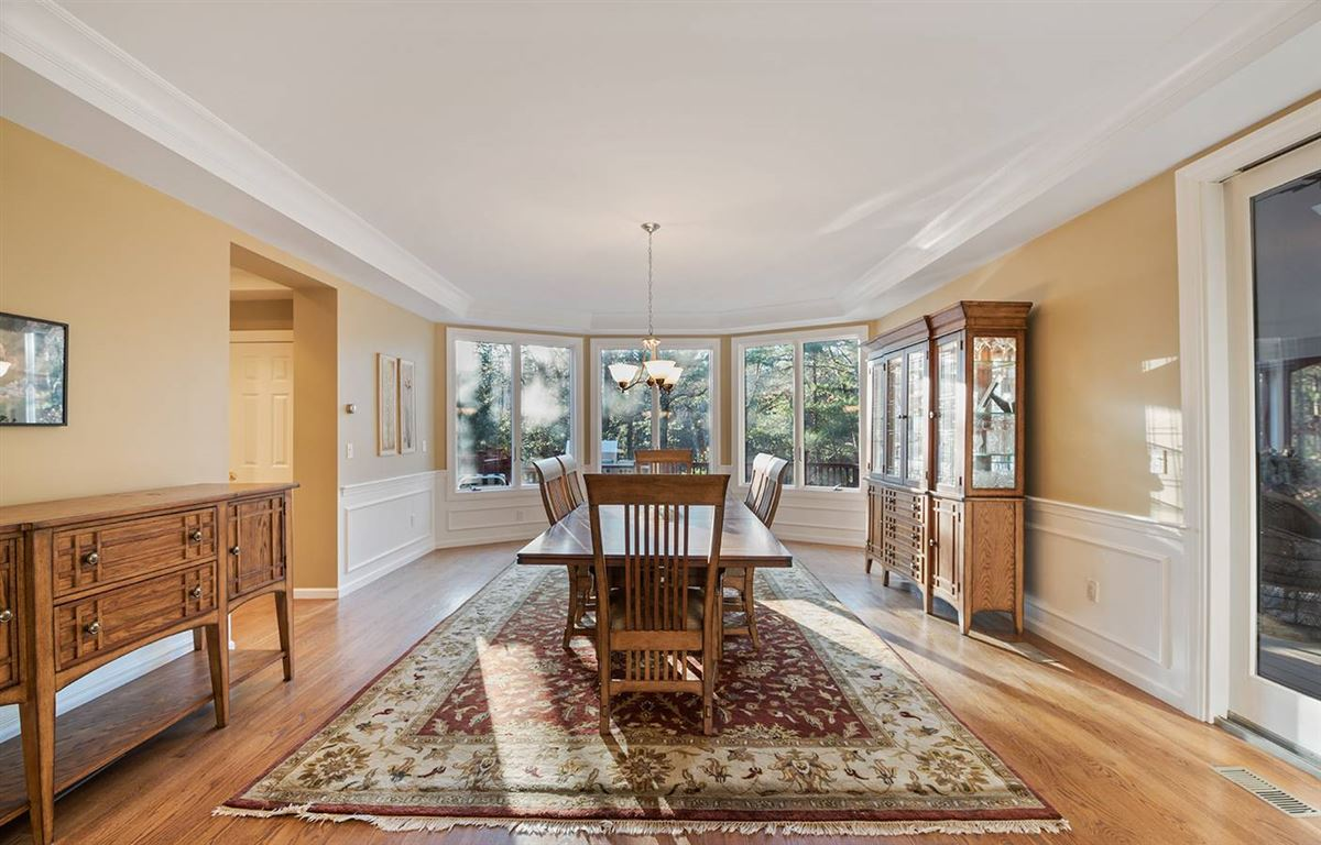 Luxury real estate Stunning five bedroom in Tall Pines