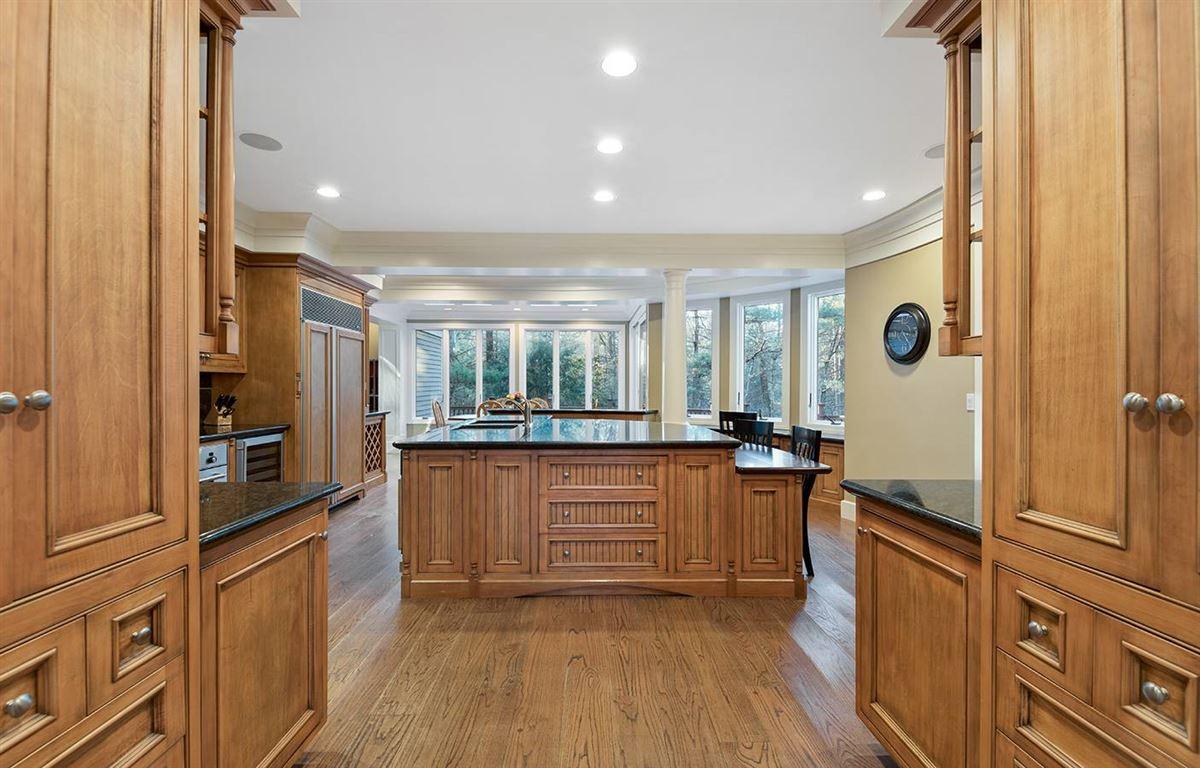 Luxury properties Stunning five bedroom in Tall Pines