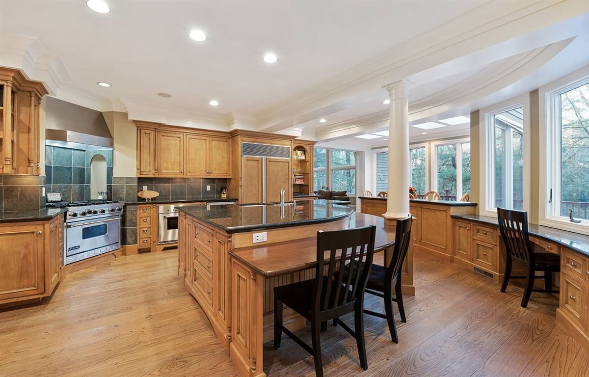 Stunning five bedroom in Tall Pines mansions
