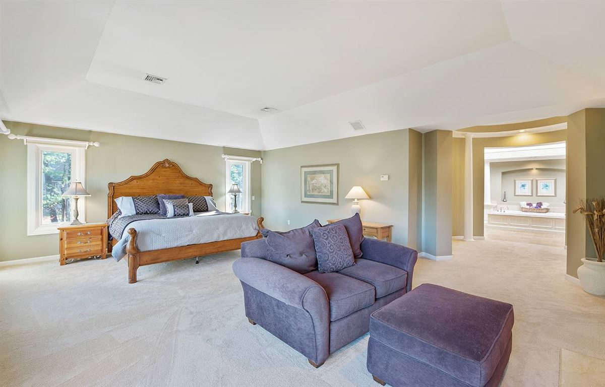 Stunning five bedroom in Tall Pines luxury homes