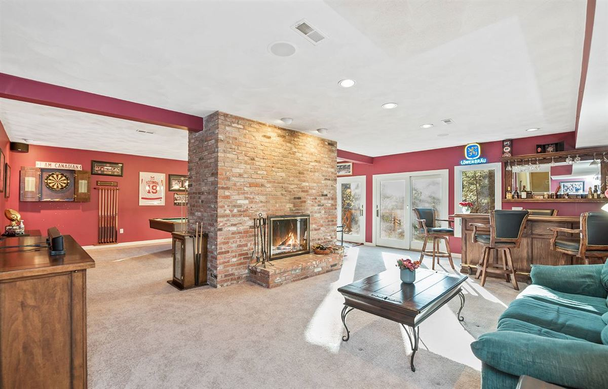 Mansions in Stunning five bedroom in Tall Pines