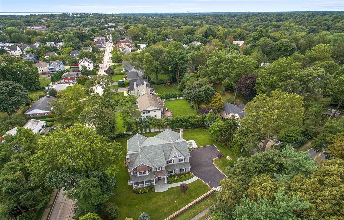 Luxury homes in  a beautiful corner lot home
