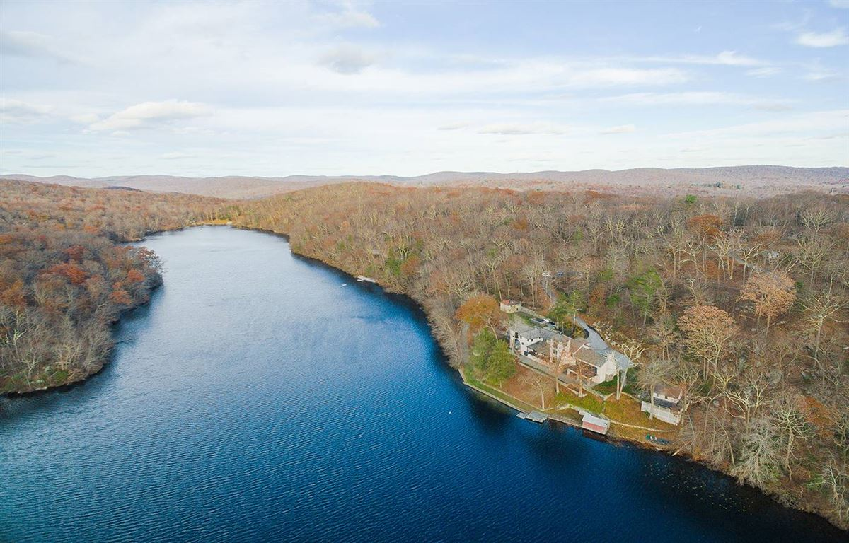 Luxury homes Graymoor Manor - historic lakefront property
