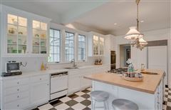 Luxury homes Breathtaking Franton Court Estate