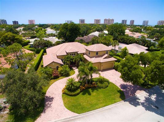 BEAUTIFUL HOME IN PREMIER PELICAN BAY | Florida Luxury Homes