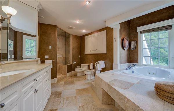 Luxury homes in Private 24-plus acre estate