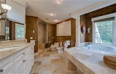Luxury properties Private 24-plus acre estate