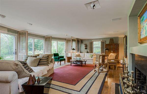 Luxury homes Private 24-plus acre estate