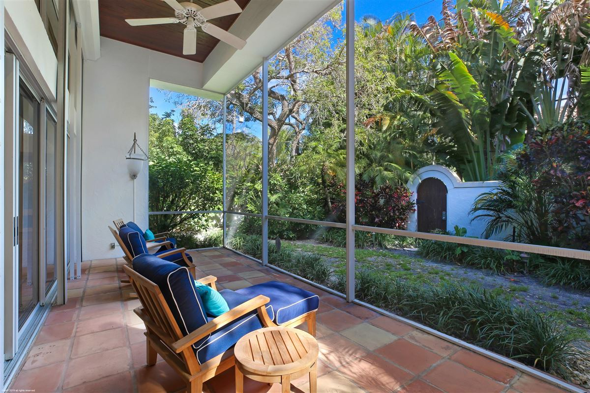 Luxury real estate Solitude and serenity await you in your own private retreat