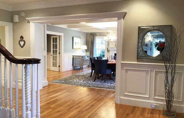 Luxury homes gracious Cliff Estates Colonial